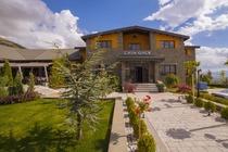 Ubicato nel cuore del Monte Morava a Korçë, a circa 1 km dal centro della città, e inaugurato nel 2016, il Casa Gaçe Hotel include un ristorante inter