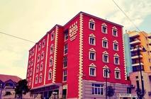 Situato nel centro di Alessio, l'Hotel Liss vanta un ristorante di proprietà con cucina tradizionale albanese, una reception aperta tutti i giorni