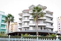 Situato a Durazzo, il Vila Verde Beach Hotel offre un ristorante, una zona spiaggia privata e camere con connessione WiFi gratuita.