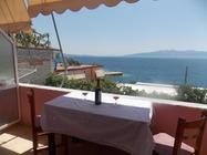 Situato a Saranda, il Detjon Beach Apartments offre la vista sul mare, attrezzature per barbecue, un giardino e una terrazza.