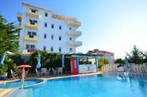 Ubicato a Saranda, a 3 minuti a piedi dalla spiaggia più vicina, il 6 Milje Hotel offre una piscina all'aperto, un ristorante,