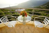 Apartments Villa Emiliano sorge a Borsh, a 2 km dalla spiaggia di Borsh.