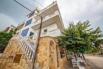 Angjeludhi Rooms offre sistemazioni climatizzate con connessione WiFi gratuita. Hotel a Ksamil in Albania
