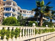 Hotel Fari di Golem offre sistemazioni a 3 stelle con giardino e bar.Hotel Albania