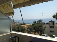 Guesthouse nino Dhermi offre sistemazioni a 3 stelle con balcone privato.Appartamento a Valona Booking Albania