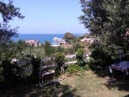 Villa Arkela offre un giardino ,,Vacanze in Albania prenota con Booking Albania prezzi piu bassi