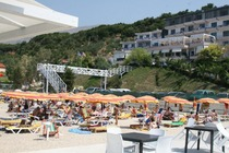 Valona (o Vlora, in albanese) è una delle mete di mare più frequentate dell'Albania d'estate