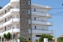 Situato a Ksamil, a 2,4 km dal Parco Nazionale di Butrint, il VISI Apartments offre un giardino con barbecue. Questa struttura fronte spiaggia offre l