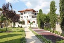 Situato a Berat, a 450 metri dalla Città Vecchia, l'Hotel Rezidenca Desaret offre la connessione WiFi gratuita, un ristorante, un bar in loco e un