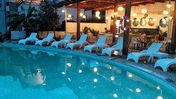 Situato a Dhërmi, l'Olive Residence offre una piscina stagionale all'aperto, un giardino e una terrazza.