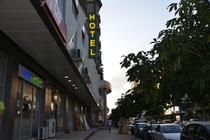 Il Comfort Hotel offre la connessione Wi-Fi gratuita e camere climatizzate a Fier.